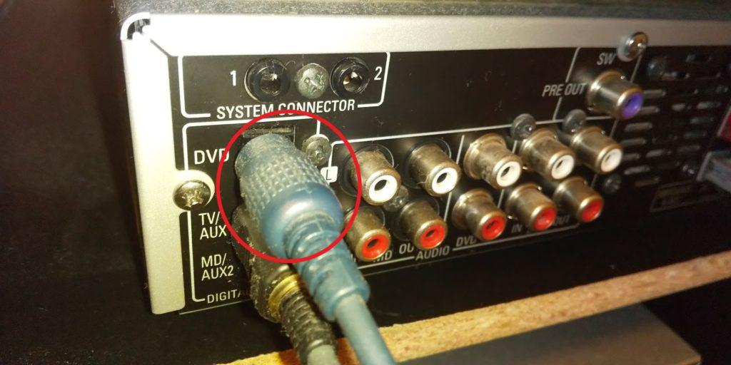 アンプの裏側 光デジタル端子